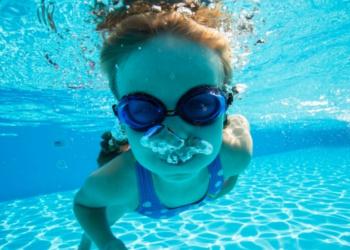 水泳の才能を持つ子供