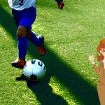 サッカーを習う子供