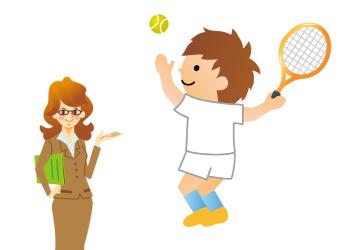 テニスを楽しむ少年